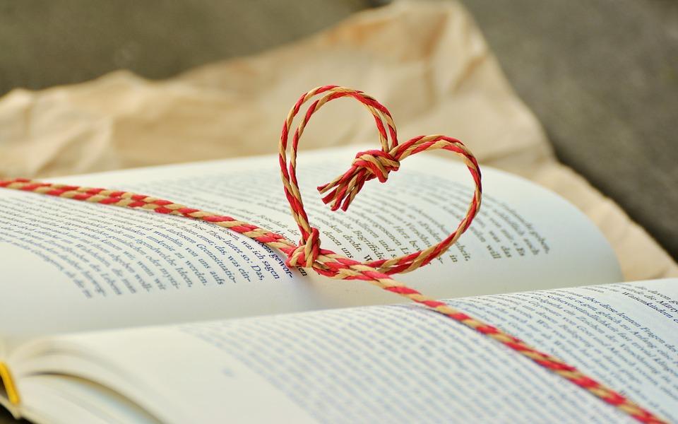 3 ideas para envolver libros para regalo